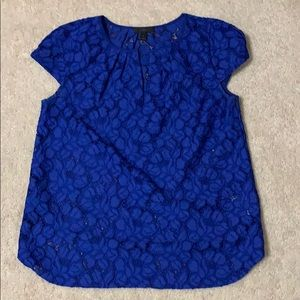 Blue lace shell top